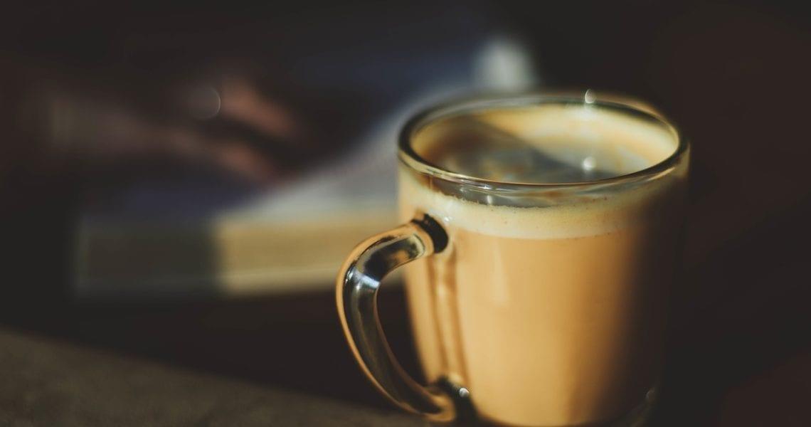 Zutaten 120 ml Kokosmilch 45g Kokosnusszucker (oder vergleichbares) 1/2 Teelöffel Zimt 2 Shots (ca. 80 ml) Espresso oder einen starken Kaffee 360 ml Barista Hafermilch 1/8 Teelöffel Vanille Extrakt (optional) Vorbereitung in einem kleinen Topf Kokosmilch, Kokosnusszucker und Zimt zum leichten kochen bringen dann ca. 5 Minuten köcheln lassen und immer zwischendurch mit einem […]