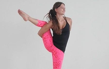 Yoga schenkt dir nicht nur Entspannung, sondern auch innere Stärke. Dadurch, dass wir im Yoga versuchen, uns von der Anhaftung an und Identifizierung mit unseren Gedanken zu lösen, dringen wir Schicht für Schicht näher zur wahren Essenz des Seins, näher zu purem Bewusstsein. Erfährt man dieses Wissen in der Meditations- oder Yogapraxis, so entdeckt man […]